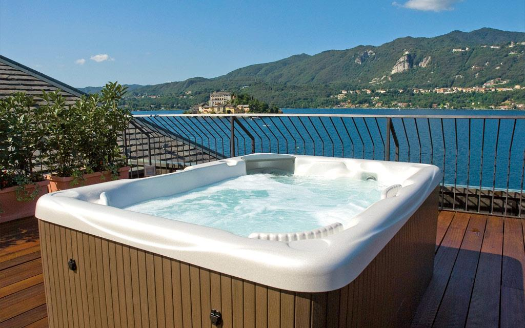 relax on Lake Orta