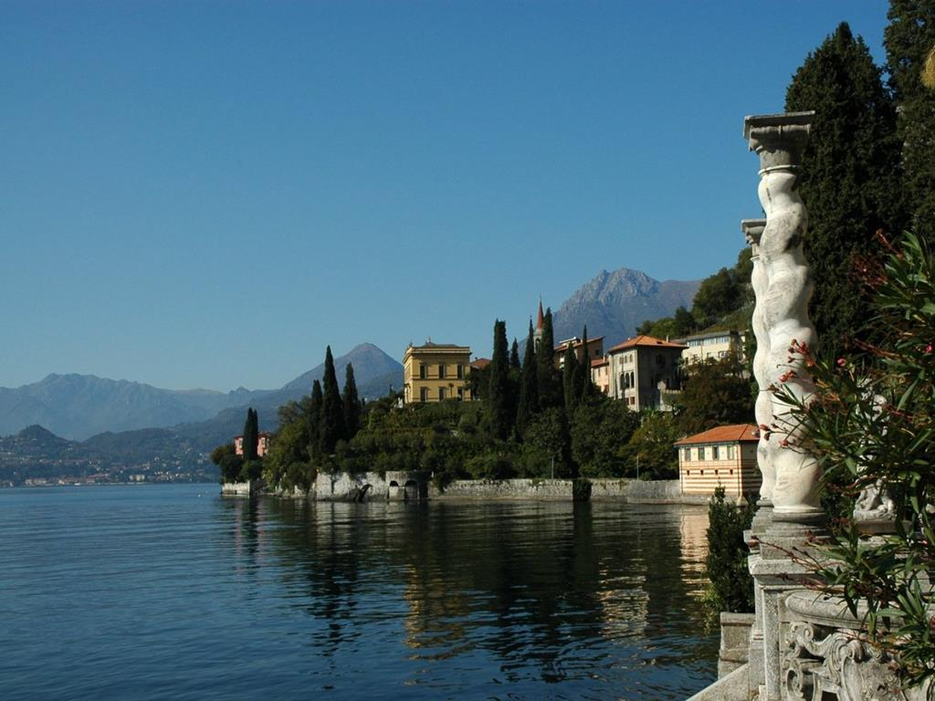 Lake Como 02: the lake view terraces of Villa Cipressi